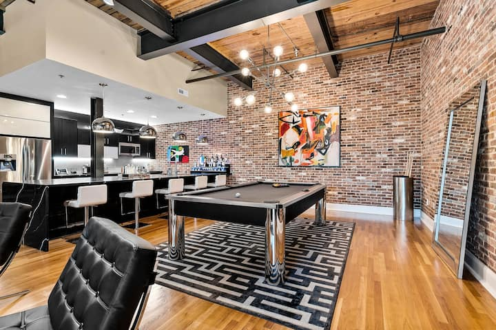 Charlotte's Coolest Modern City Loft in SouthEnd
