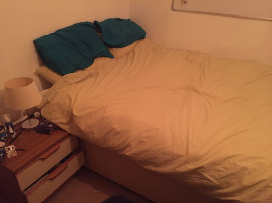 Double bed, 4 comfy pillows :)