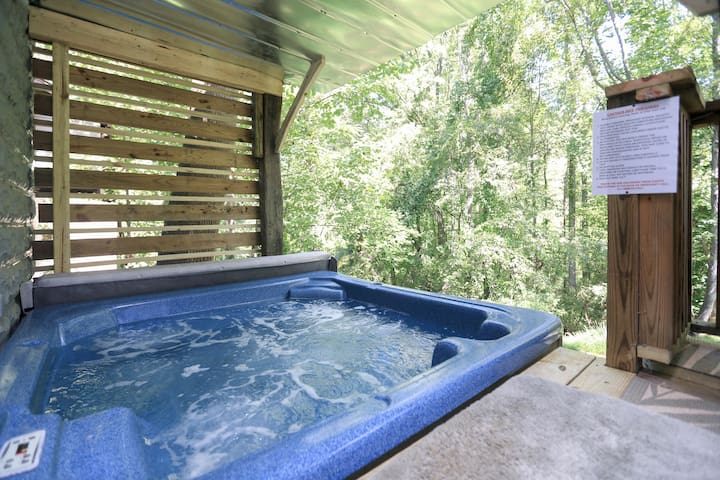 Urban Oasis in heart of W-AVL with Private hot tub