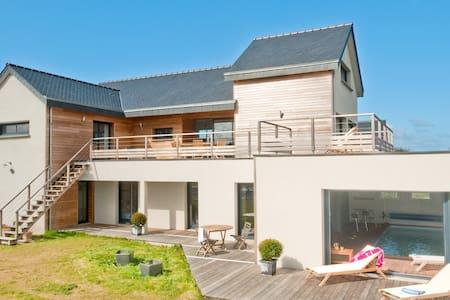Villa architecte piscine intérieure privée 13 pers - Saint-Cast-le-Guildo - 別荘