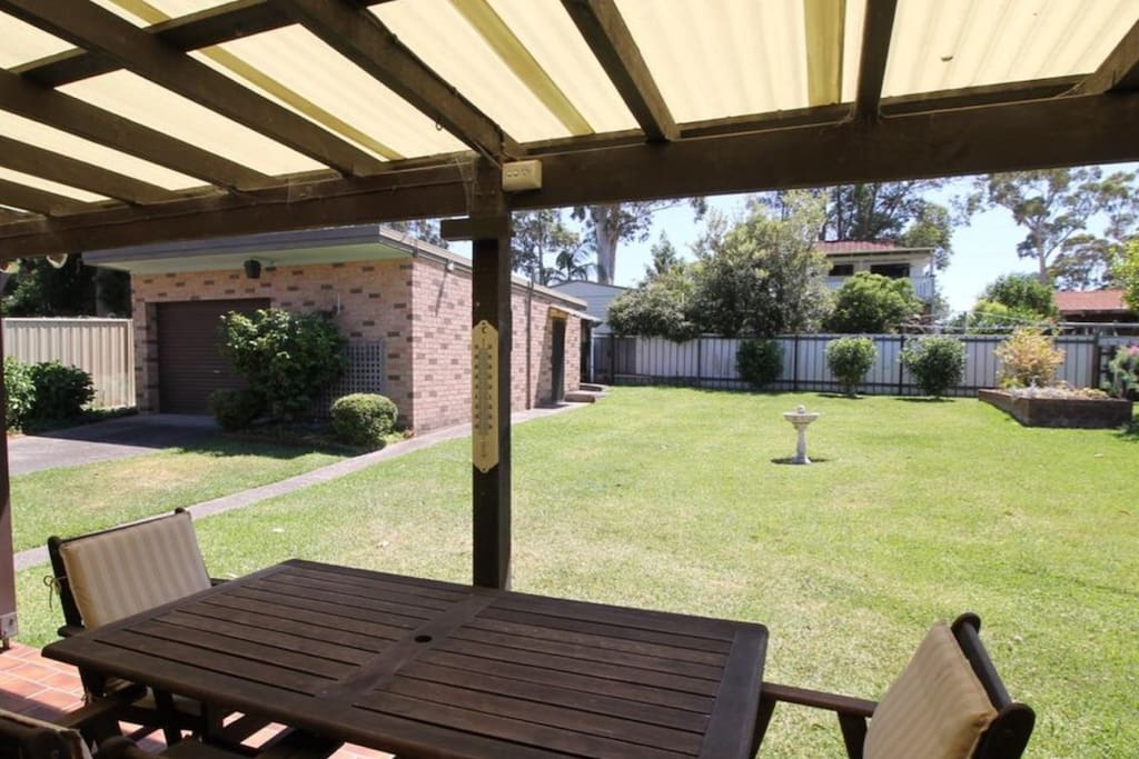 A large secure backyard for your entertainment needs