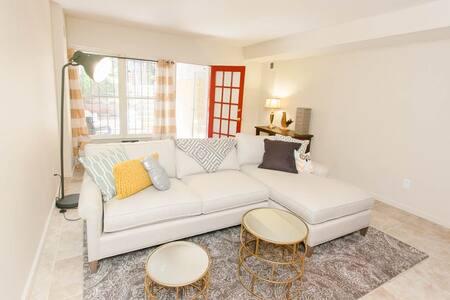 One Bedroom Capitol Hill Retreat