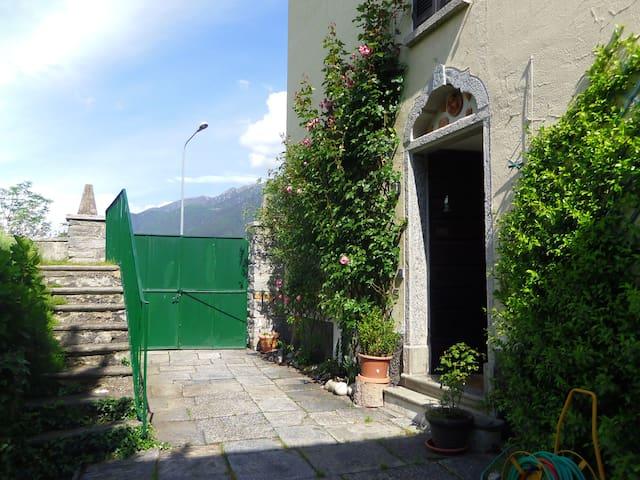 Villa d'epoca con giardino - Malesco - Penzion (B&B)
