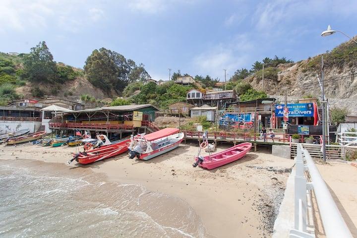 Hermosa cabaña con gran terraza en Caleta Quintay
