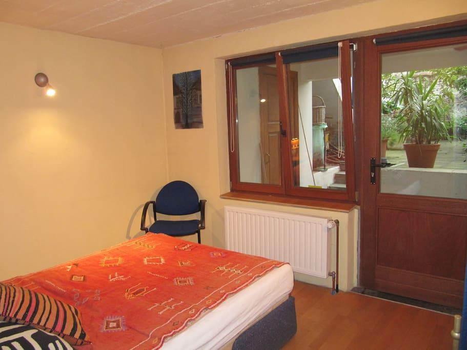 Chambre rez de jardin de charme apartments for rent in for Chambre a part couple