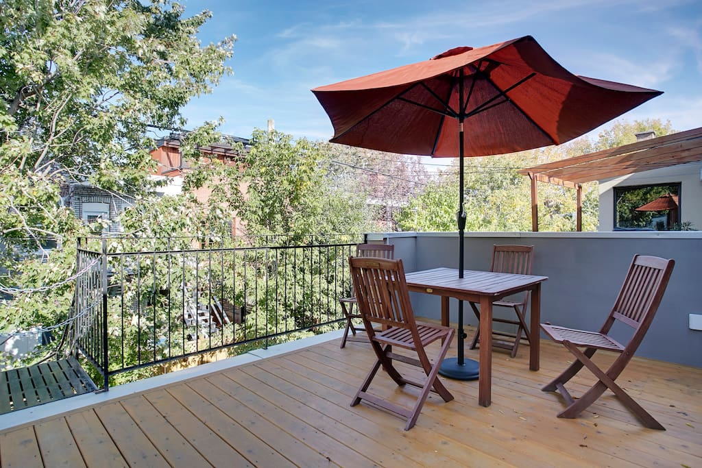 Spacious private terrace (200 sq ft) with natural gas BBQ connection.