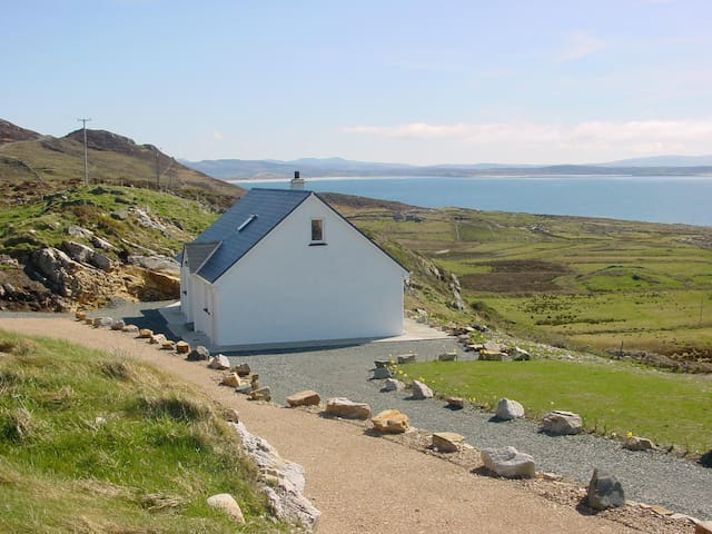 Crohy Cottage Overlooking The Atlantic Ocean