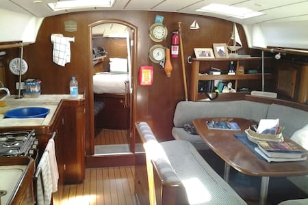 46 yacht with two double cabins. - Mackay Marina