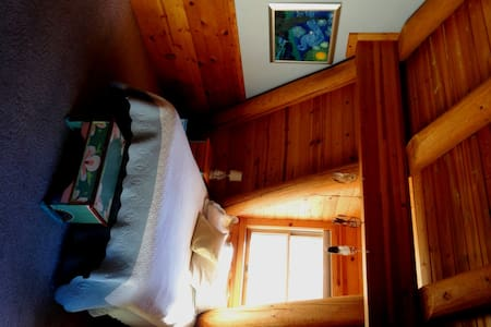 Quaint Truckee Log Cabin Suite