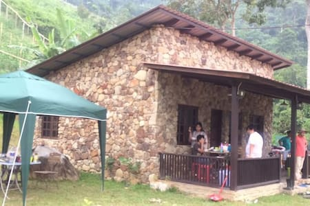 Tanjung Hills Retreat Janda Baik, Stone House
