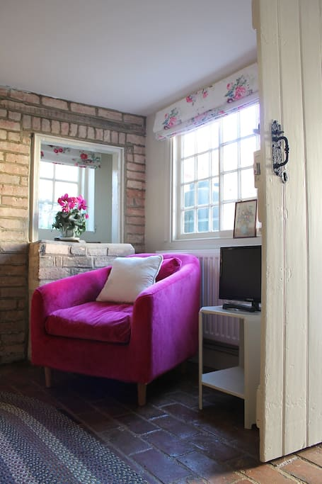 The Secret Cottage On Kimbolton High Street Cabins For