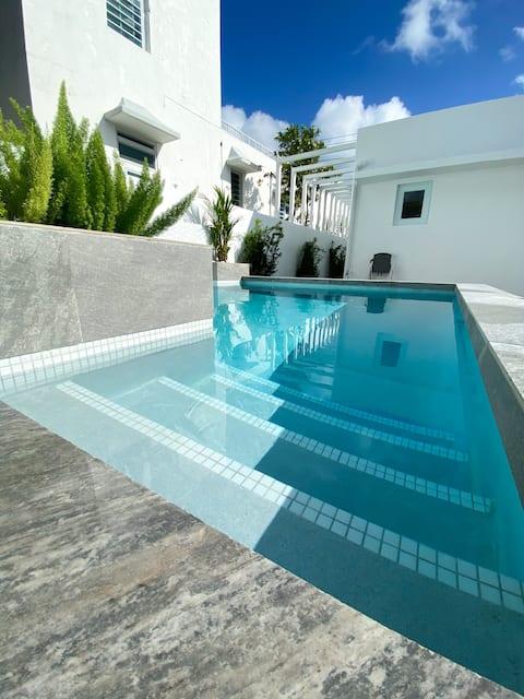 Luxury Ocean Park - Walk to the beach | Studio Suite |Rosa Lina Unit 3|  Pool on property