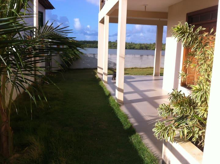 Casa em Frente ao Rio e ao Mar