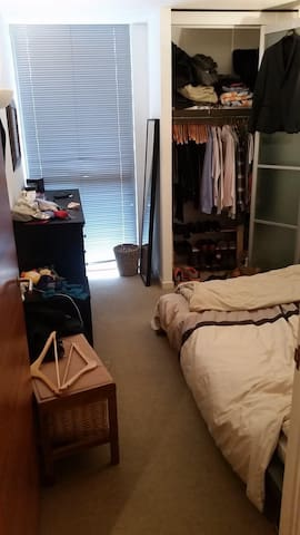 Room to rent (the closet will be empty)
