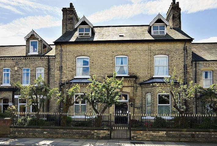 Large victorian period property - York - Talo