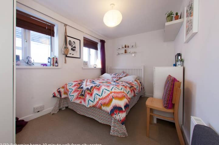 Double room in quirky street, close to city centre
