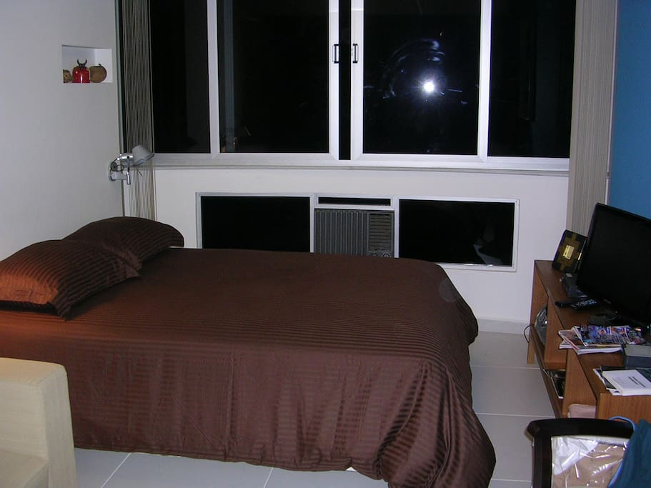 Air conditioner, flat screen TV, stereo, Wi-Fi, full size bed.