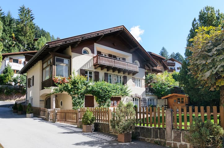 Spacious apartment in the Dolomites - Ortisei