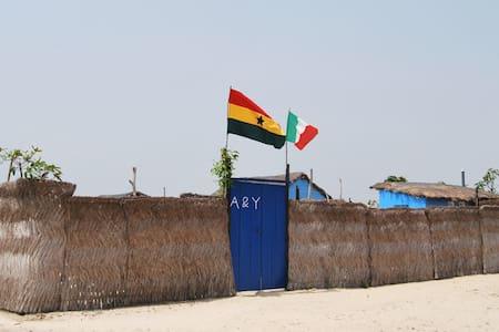 A&Y Wild Camp Ghana - Hut