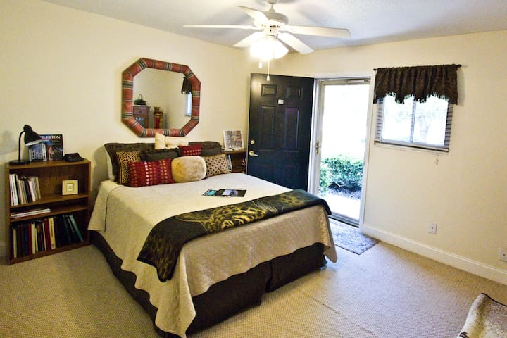 1 Bedroom With Private Entry & Private Bathroom - Hanahan