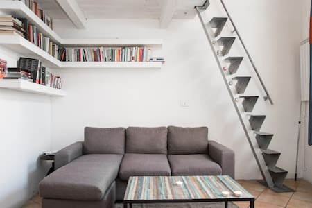 Delightful and cozy loft area pigneto, a district full of bars and spaces of the 'underground Roman. The loft is composed of a kitchen, a spacious living room, a comfortable loft, a bathroom with shower and a small courtyard at the entrance.