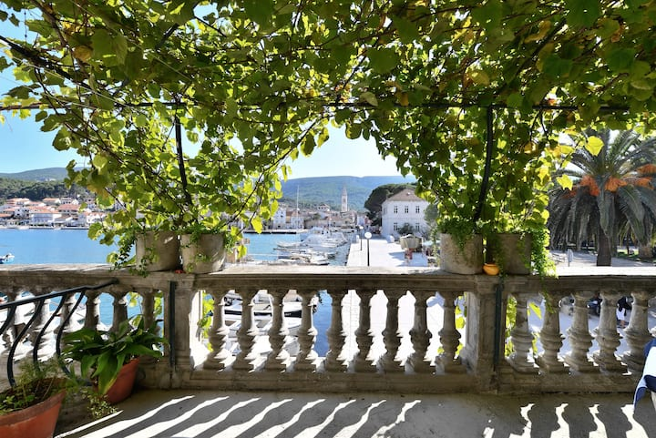Truly Mediterranean / Seaview