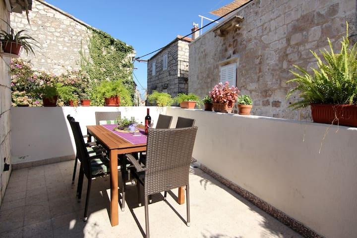 Sutivan Getaway: Apartment Lavanda
