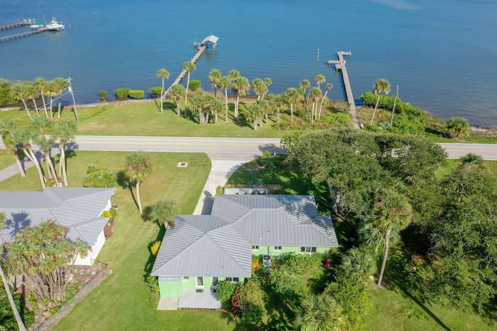 Fisherman's Paradise- waterfront home with dock