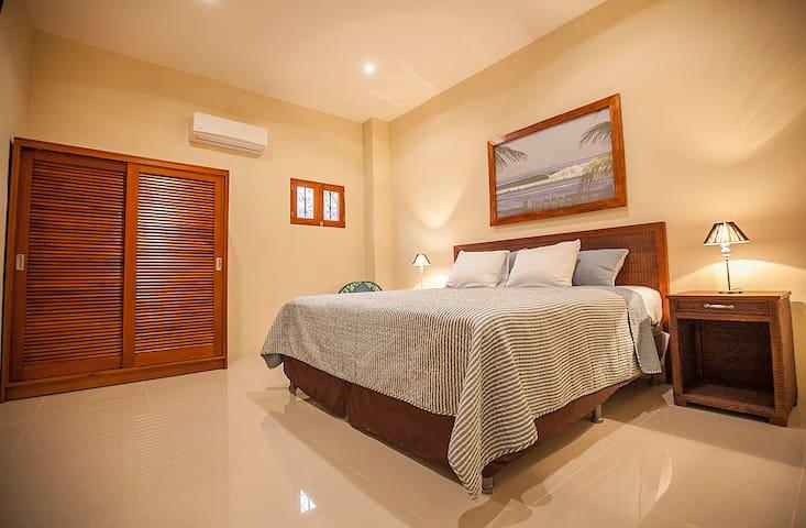 Plaza Marbella Granada Condominium - Suite 5