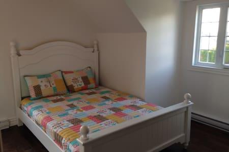 Chambre confortable à St-Jean - Saint-Jean-sur-Richelieu