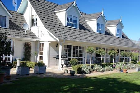 Te Mata Estate,Bed and Breakfast - Tamahere - Huis