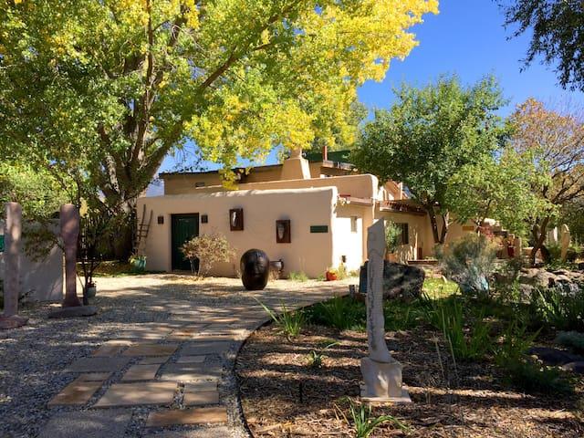 Lumina Gardens-  Entire Home: Casa Verde#4 - Taos - Hus