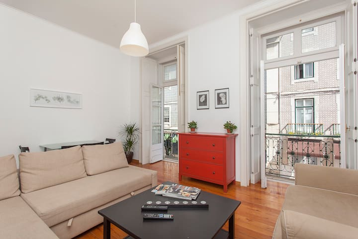 2 Bedroom Apt - Downtown Lisbon