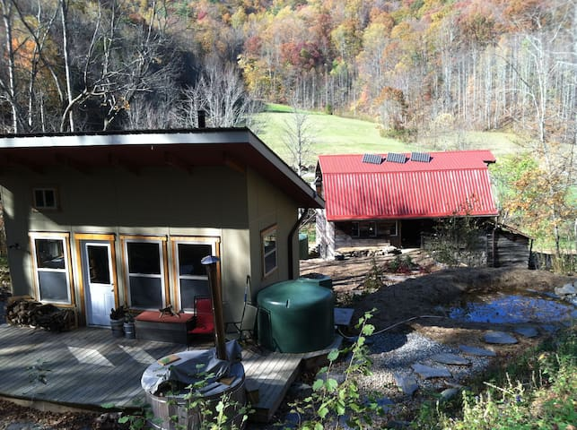 Secluded Mt. Cabin & Restored Barn - 溫泉(Hot Springs) - 其它