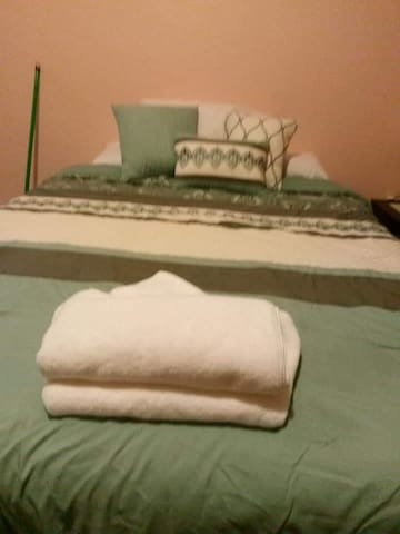 Bedroom 3 with queen size bed and single bed