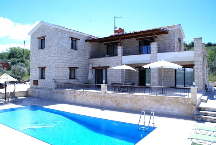 Skarfos villa -Big 4 bedroom villa with playground - Simou - Huvila