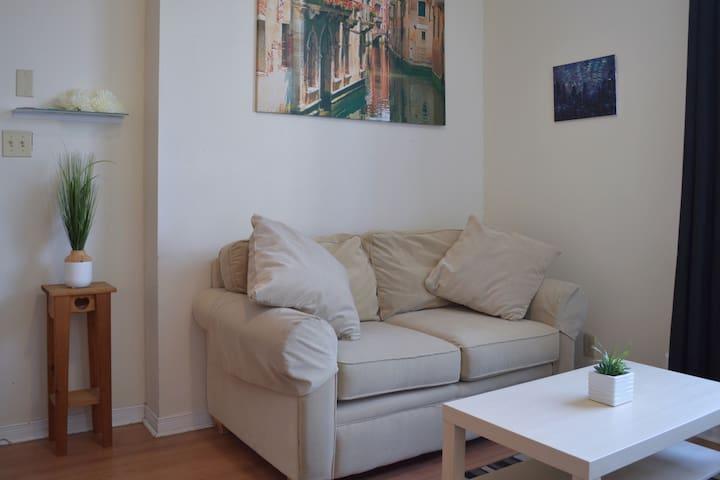 Downtown Kingston 2bd Apartment