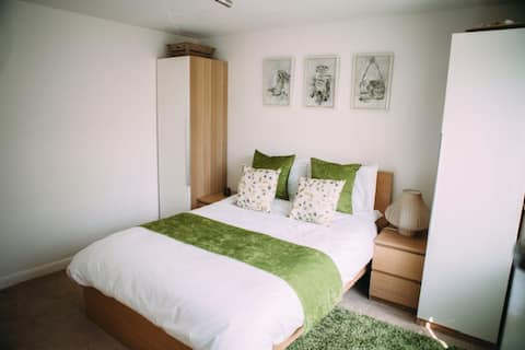 Modern bedroom in superb location