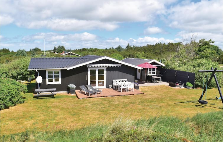 Holiday cottage with 2 bedrooms on 69m² in Ringkøbing