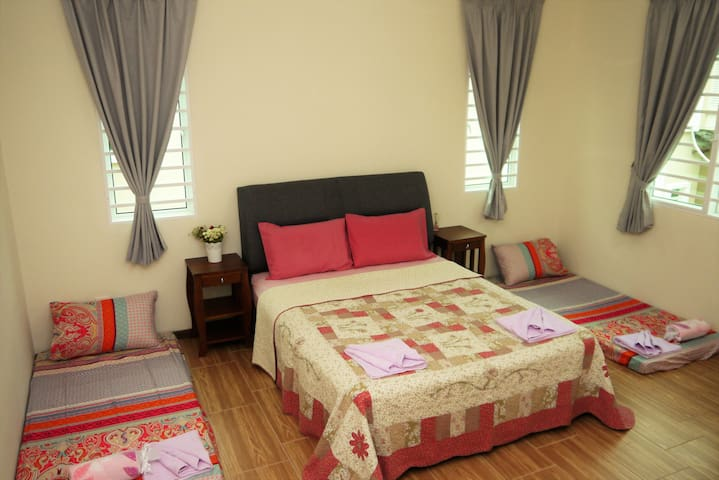 The Baker's House -Family Room 3 with Private Bath - Jelutong - House
