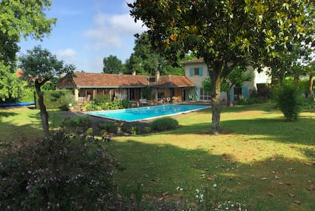 Farmhouse, private pool & garden