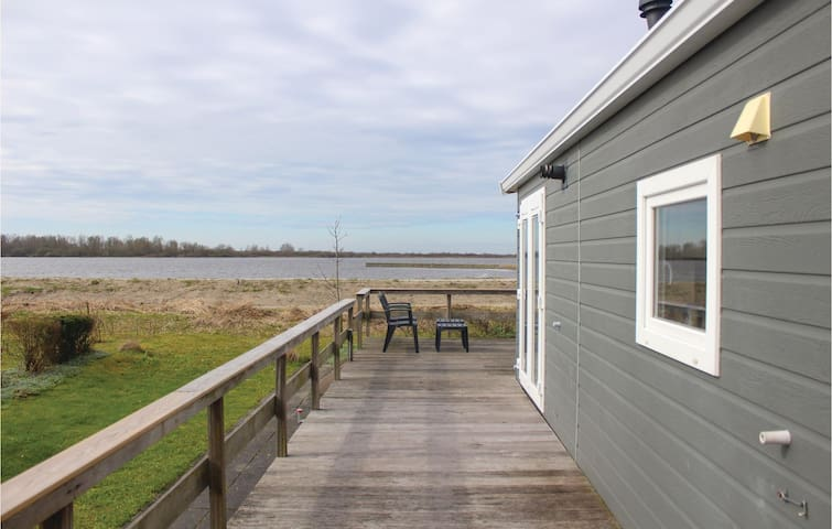 Holiday cottage with 2 bedrooms on 44m² in Lauwersoog