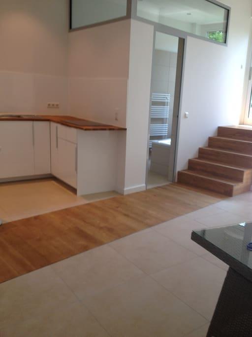 Blick auf Küche,Badtür und Ausgang