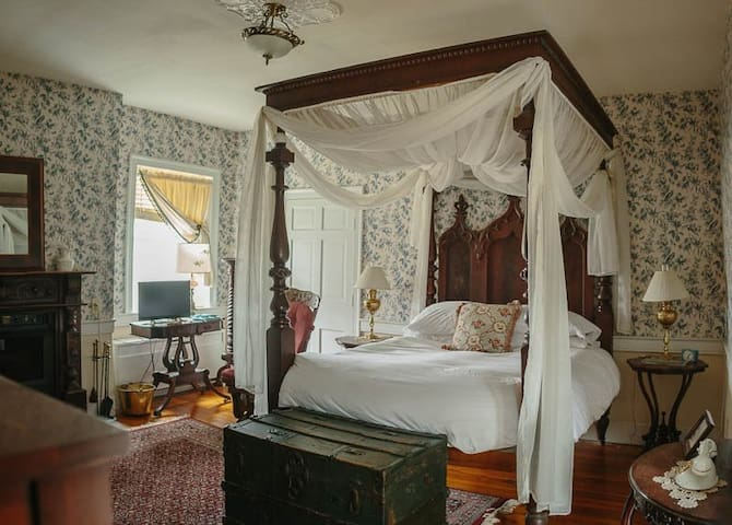 Cave Hill Farm Bed & Breakfast - Bridal Room