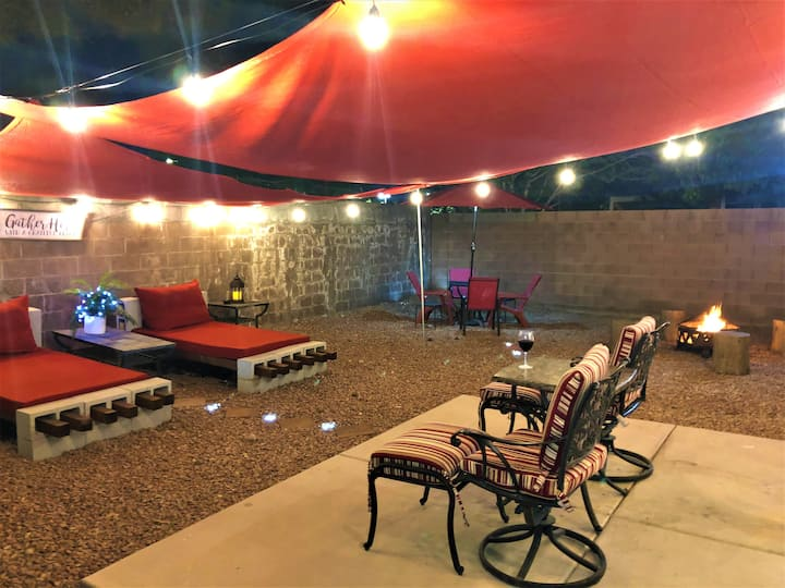 """Desert Oasis!/Sleeps 6-7, (7 mins from Strip)"""