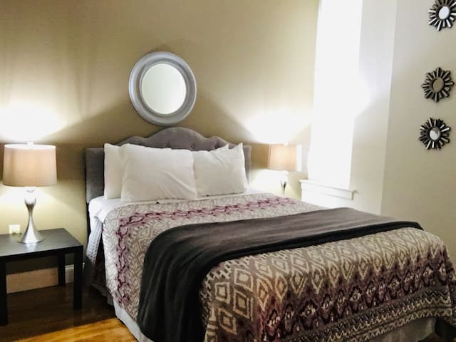 One Bedroom Downtown - Rent Daily/Weekly/Monthly!