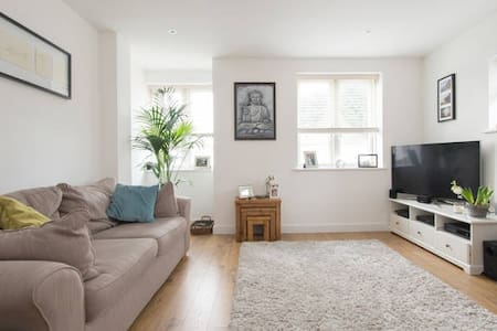 Luxury Modern Apartment in the Heart of Brentwood - Brentwood - Wohnung