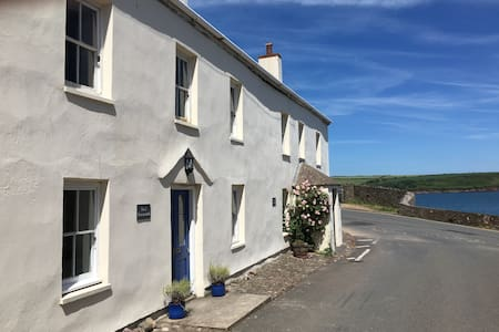 Charming Seaside Cottage with Garden, Dale Village