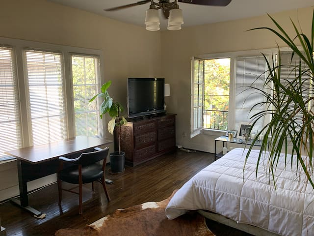 Charming Room In Los Feliz