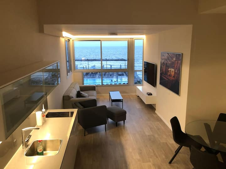 Designer Loft On Gordon Beach, 100% sea view